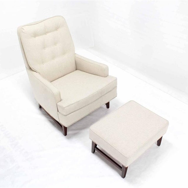 Very nice mid century modern newly upholstered lounge chair with matching 24x18x14 ottoman.
