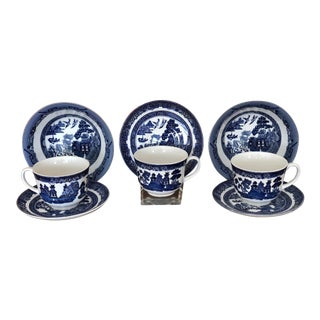 Johnson Brothers Blue Willow Cups Saucers and Bowls - Set of 8 For Sale