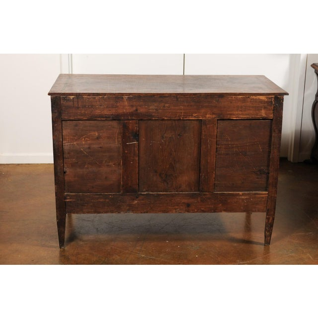 French Directoire Style 1860s Walnut Veneered Commode with Inlay and Fluting For Sale - Image 4 of 13
