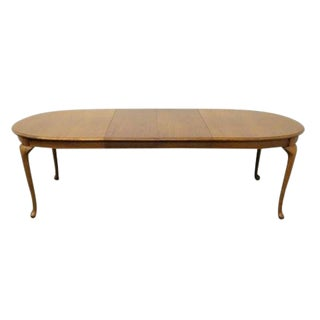 20th Century Traditional Thomasville Winston Court Oak Oval Dining Table For Sale
