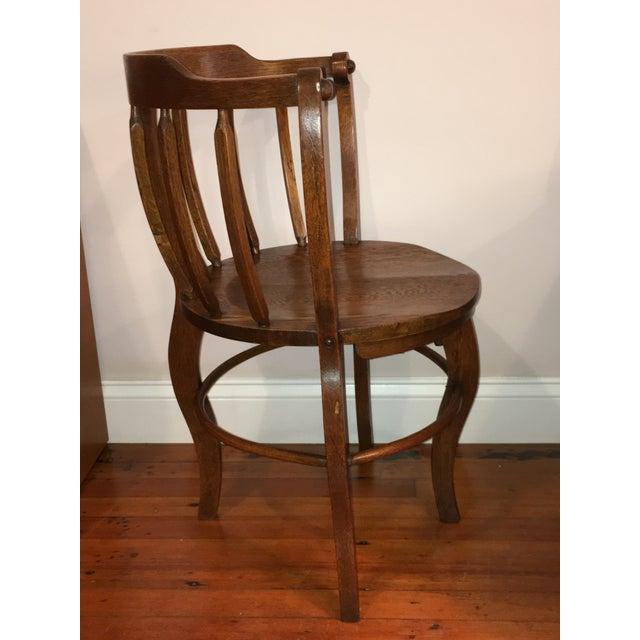 Americana Antique Tiger Oak Round Barrelback Spindle Corner Chair For Sale  - Image 3 of 11 - Antique Tiger Oak Round Barrelback Spindle Corner Chair Chairish