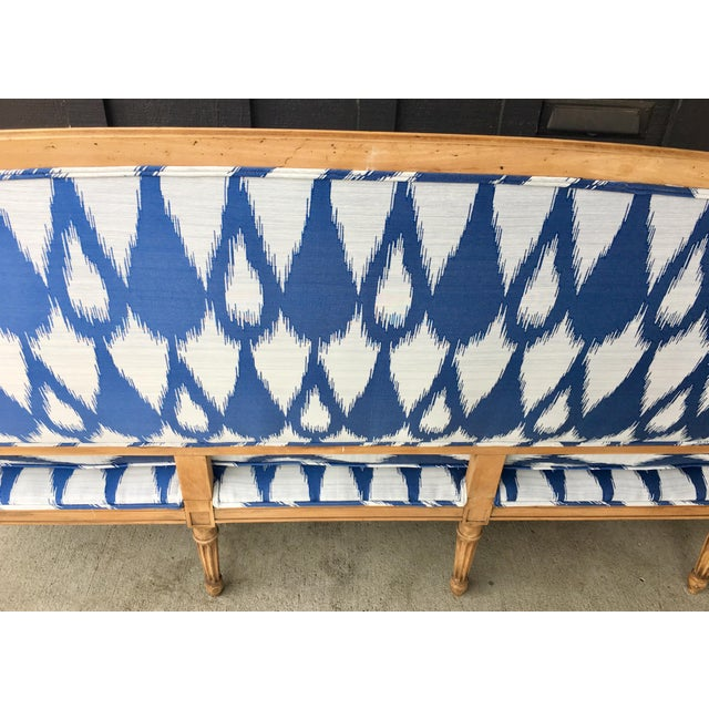 White 1930's Vintage Settee in Graphic Print For Sale - Image 8 of 11