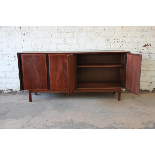 Merton Gershun for Dillingham Mid-Century Modern Walnut Credenza For Sale In South Bend - Image 6 of 10