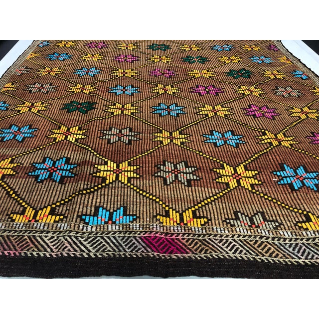 1960s Vintage Turkish Handwoven Traditional Decorative Kilim Rug- 5′3″ × 8′6″ For Sale - Image 9 of 11