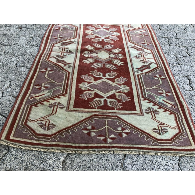 1970s 1970s Vintage Turkish Oushak Handmade Small Rug - 2′8″ × 4′2″ For Sale - Image 5 of 11