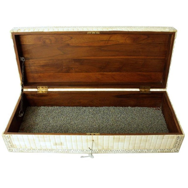 Beautiful bone box. Perfect for jewelry or your favorite treasures. Has key to lock.