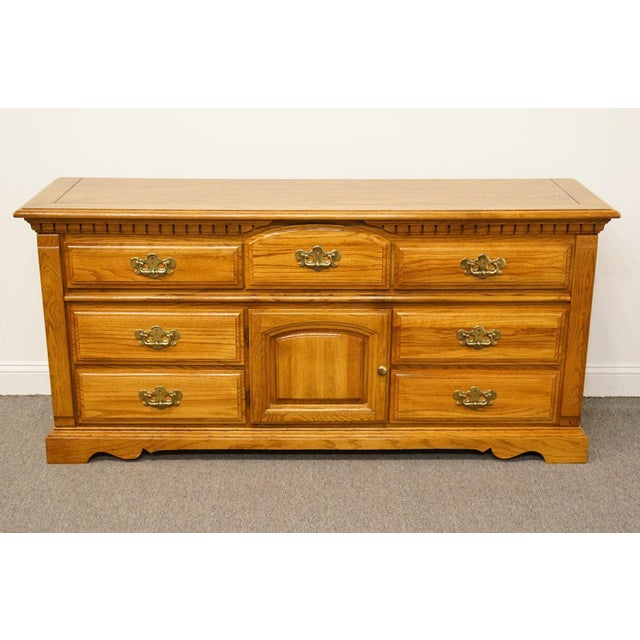 Late 20th Century Vintage Bassett Furniture Chest of Drawers