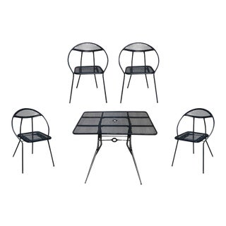 Salterini Mid-Century Modern Steel Outdoor or Patio Dining Set With Four Chairs - Set of 5 For Sale