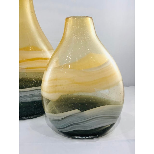 Kenneth Ludwig Chicago Blown Glass Vases - a Pair For Sale - Image 4 of 11