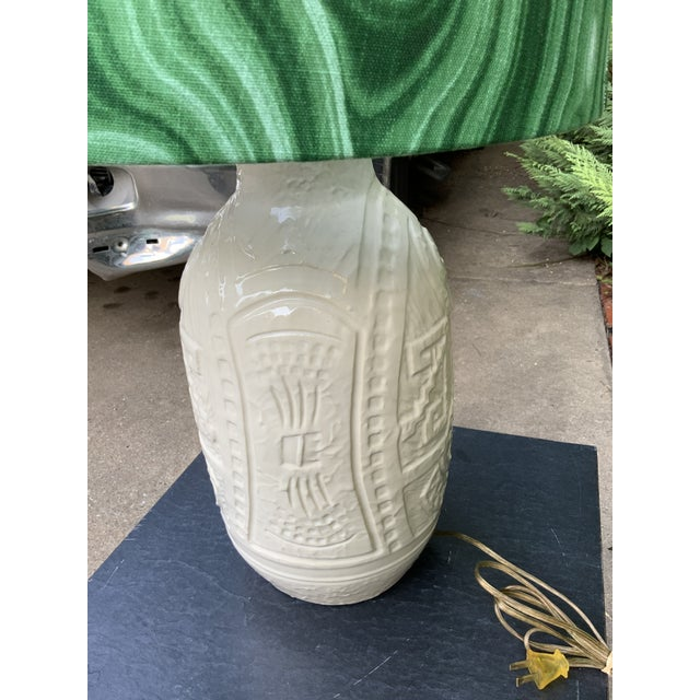 Mid-Century Modern White Pottery California Ceramics Mid-Century Table Lamp with Malachite Shade For Sale - Image 3 of 5