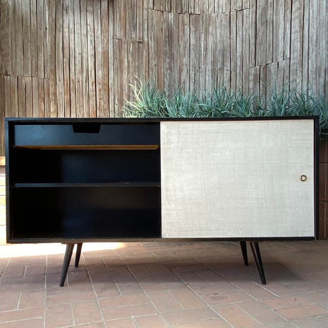 1950s credenza by iconic designer Paul McCobb (with Planner Group maker's mark). Such style! Paul McCobb / Planner Group...