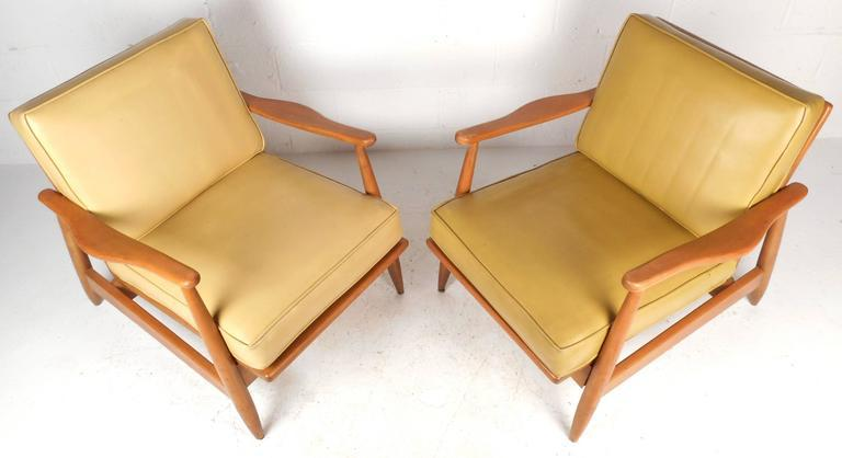 Mid Century Modern Maple And Vinyl Lounge Chairs   A Pair   Image 3 Of