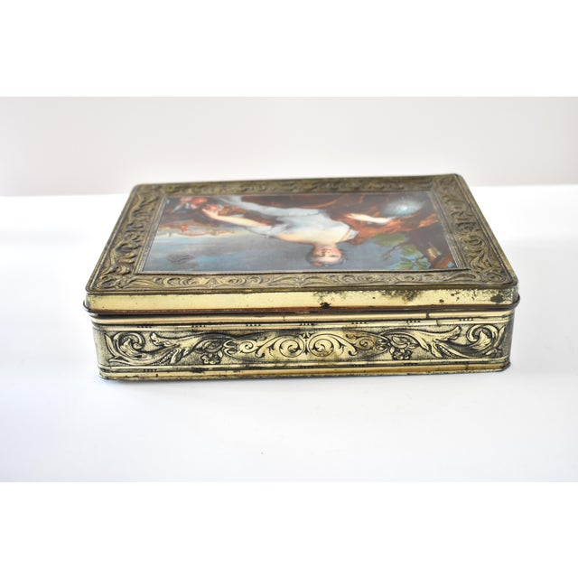 Vintage Italian Pagani Lecco Biscuit Tin With 18th-Century Aristocrat Portrait For Sale - Image 4 of 9