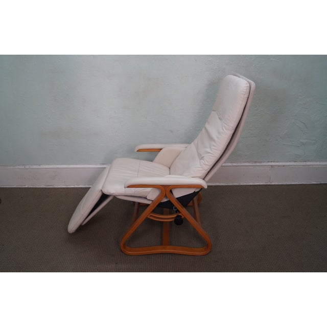 Mid-Century Modern Nepsco Inc Leather Bent Wood Recliner For Sale - Image 3 of 10