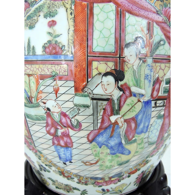 Early 20th Century Antique Chinese Qianlong Porcelain Planter For Sale In Tampa - Image 6 of 11