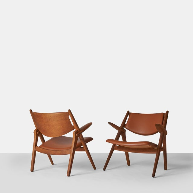 Brown Pair of Sawbuck Chairs, Model Ch-28 by Hans Wegner For Sale - Image 8 of 8