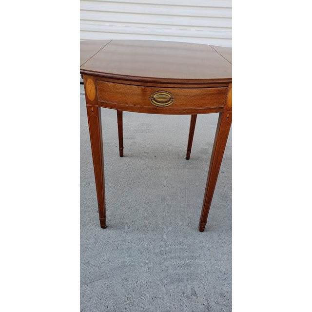 1950s Mid-Century Modern Biggs Mahogany Pembroke Drop Leaf Side Table For Sale - Image 4 of 13