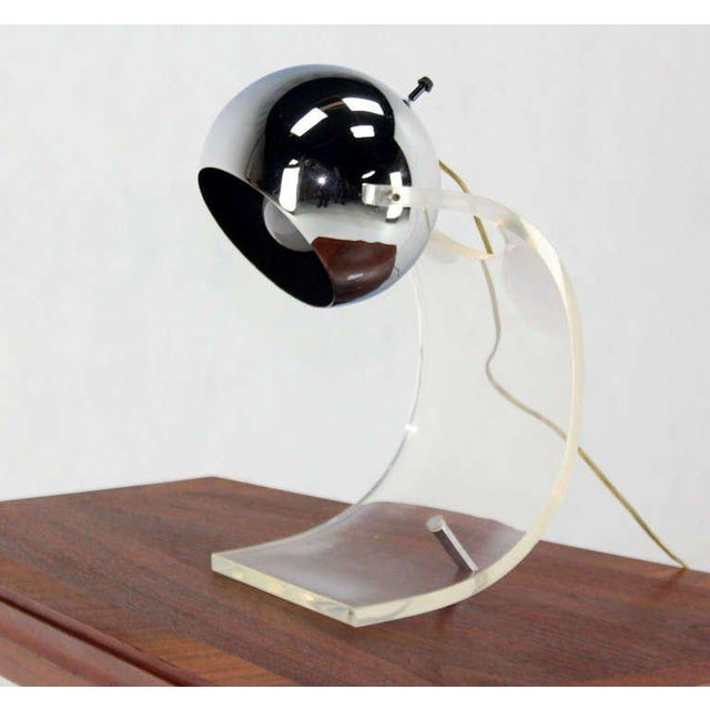 Vintage Mid Century Chrome Globe and Lucite Base Table Lamp For Sale - Image 6 of 7