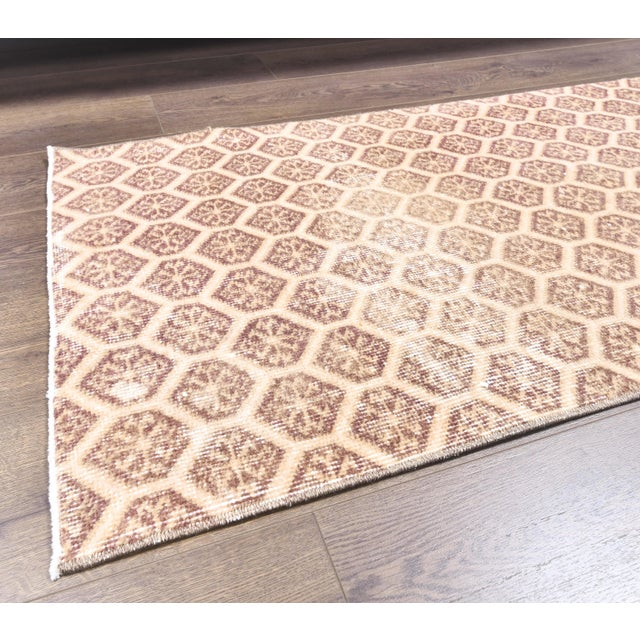 Ivory 1960s Honeycomb Neutral Ivory Turkish Hand-Knotted Runner For Sale - Image 8 of 10