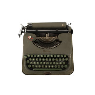 Refurbished Rare Swissa Piccola Typewriter in Excellent Working Condition For Sale