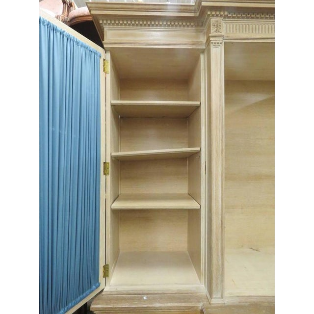 Pair of Maison Jansen Regency Style Bibliotheque Breakfronts For Sale In Philadelphia - Image 6 of 9