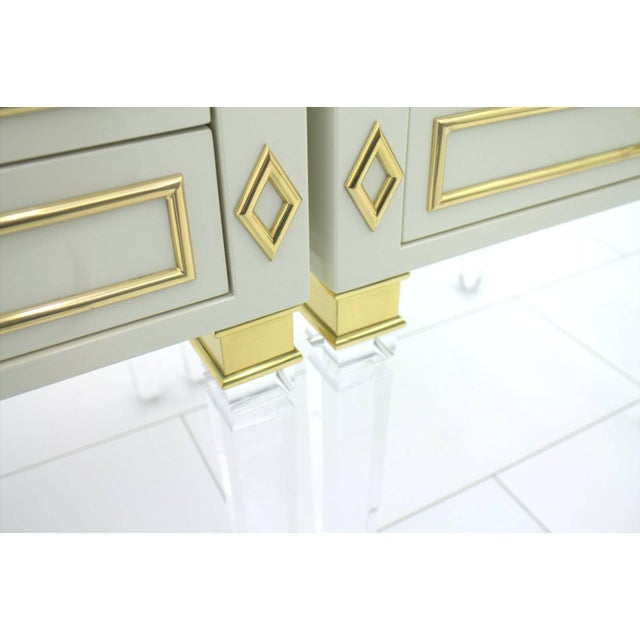 White Pair of Nightstands, Lucite, Wood and Brass, 1970s For Sale - Image 8 of 9