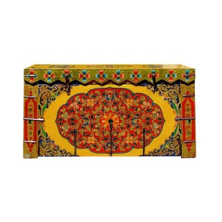 Chinese Tibetan Floral Yellow & Green Wood Trunk/Bench For Sale