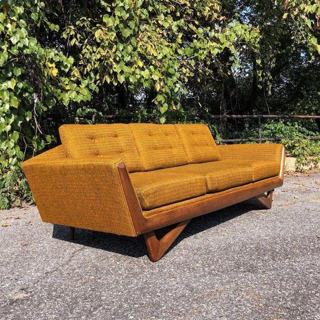 Fabulous 1960S Mid Century Modern Bassett Prestige Gondola Sofa Gamerscity Chair Design For Home Gamerscityorg