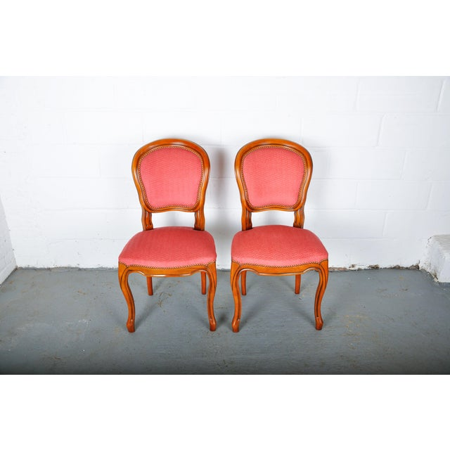 1950s Pair of Vintage French Louis XV Maple Dining Chairs W/ Off-Red Herringbone Wool Upholstery For Sale - Image 13 of 13