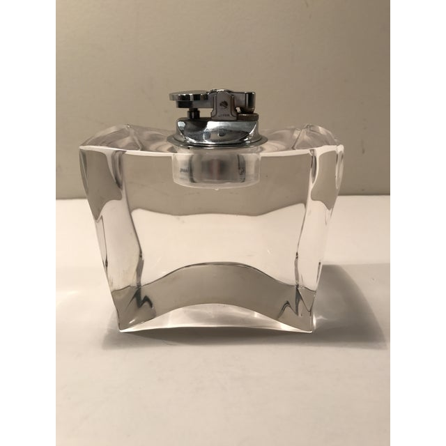 Vintage Mid-Century Modern Lucite Table Lighter For Sale In New York - Image 6 of 7