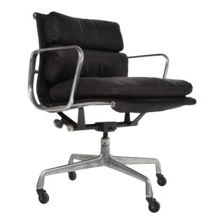 Mid-Century Modern Black Leather Aluminum Office Chair by Eames for Herman Miller For Sale