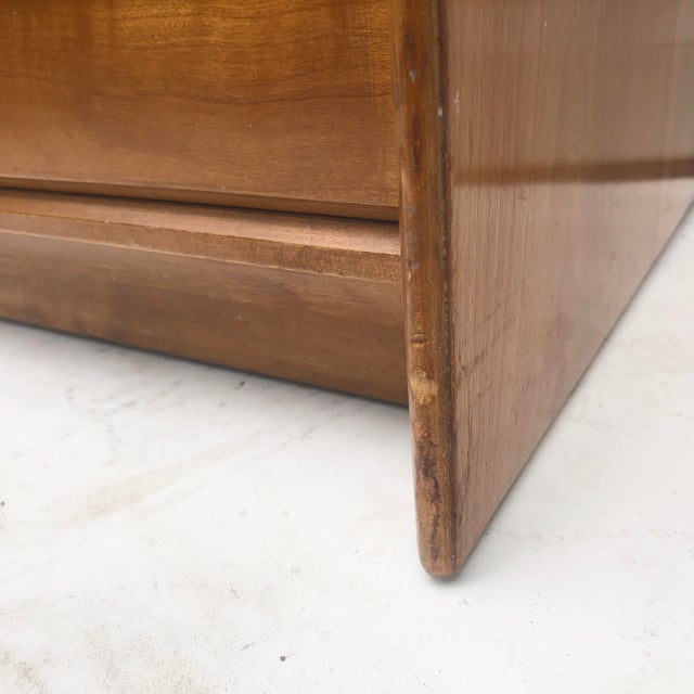 Brown Mid-Century Chest of Drawers by Renzo Rutili for Johnson Brothers For Sale - Image 8 of 13