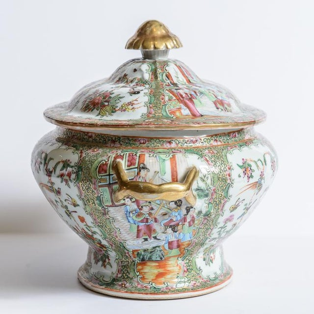 Beautiful, Rose Medallion soup tureen. C.1850