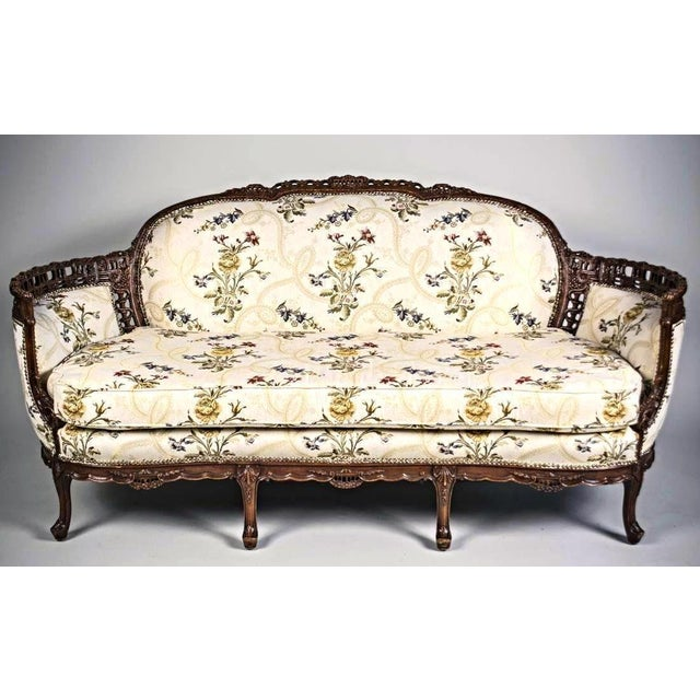 This stunning Louis XV style canapé en corbeille is the epitome of timeless beauty. Everything about this elegant settee...