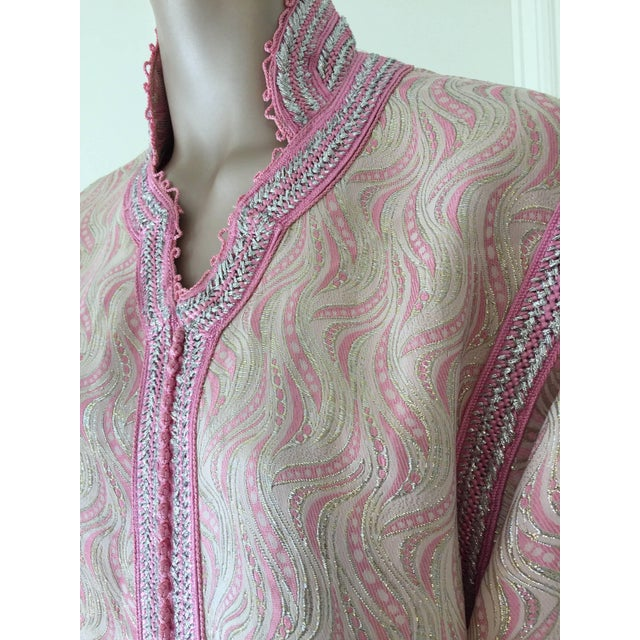 1970s Moroccan Brocade Kaftan Embroidered With Pink and Silver Trim For Sale - Image 5 of 11