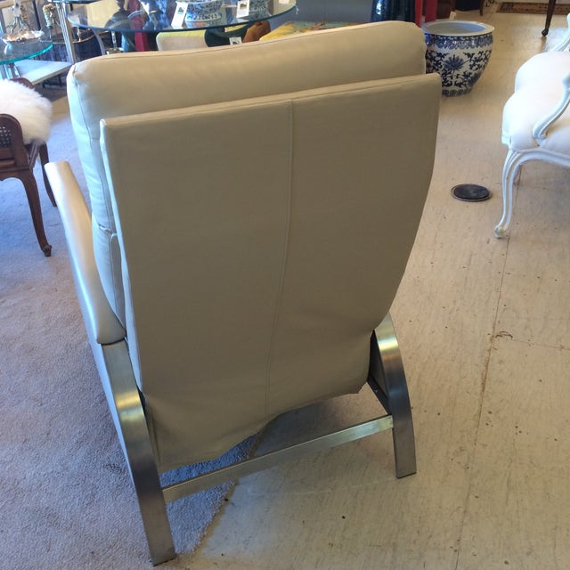 Sleek Leather Recliner Chair - Image 4 of 5