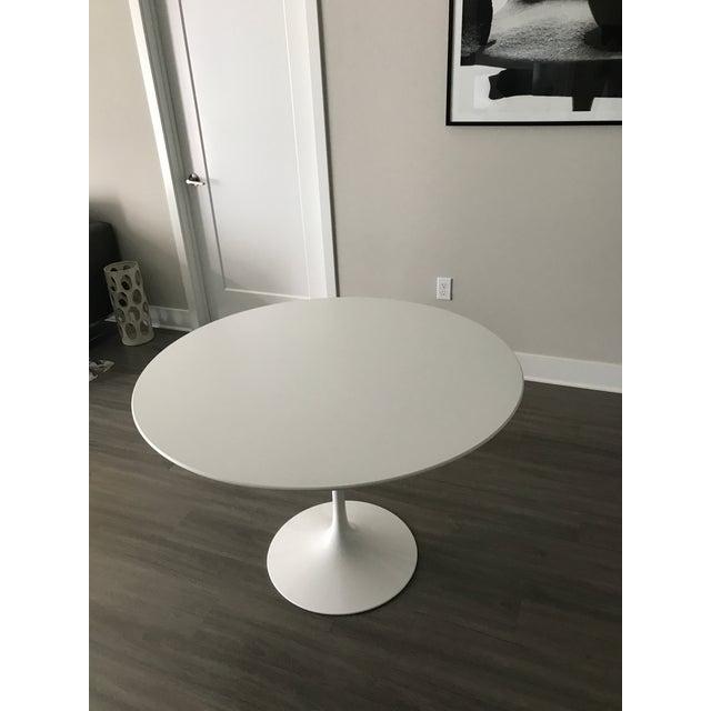 "Mid-Century Modern Mid-Century Modern Eero Saarinen 42"" Pedestal Table For Sale - Image 3 of 8"
