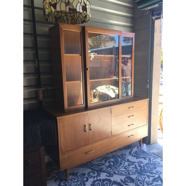 """Drexel """"Biscayne"""" Mid-Century Style Walnut 2-Piece China Cabinet For Sale In San Francisco - Image 6 of 13"""