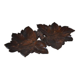 Vintage Black Forest Maple Leaf Tray by Syroco For Sale