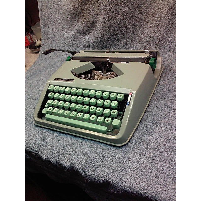 1968 Hermes Rocket with a Russian Ukraine Keyboard - Image 2 of 8