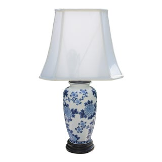 Vintage Blue & White Chinoiserie Style Table Lamp With Shade For Sale