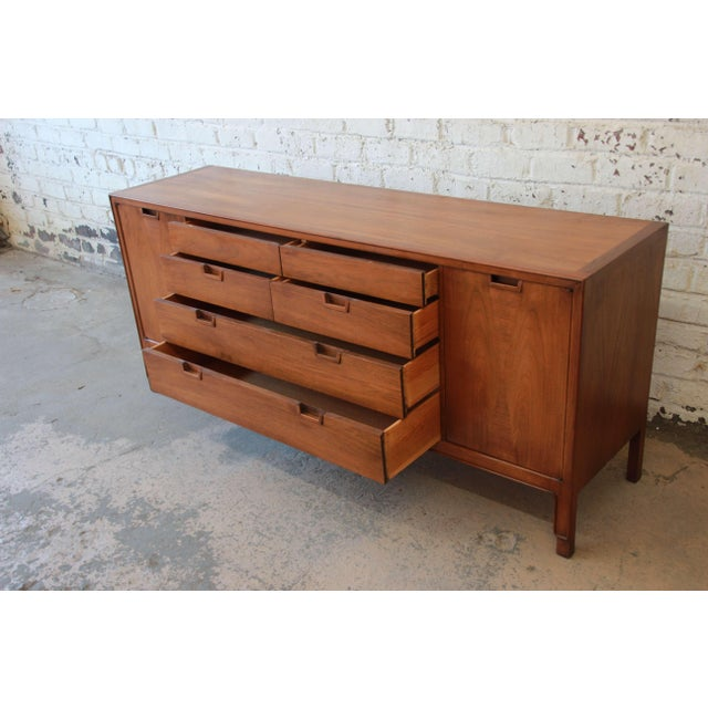 John Stuart Janus Collection 14-Drawer Long Dresser or Credenza For Sale In South Bend - Image 6 of 10