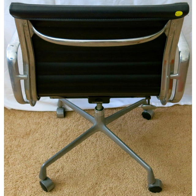 Black Eames-Herman Miller Aluminum Leather Group Management Chair For Sale - Image 8 of 13