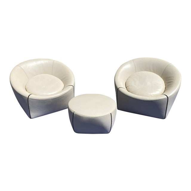 2004 Minotti Capri White Leather Chairs and Ottoman- 3 Pieces For Sale