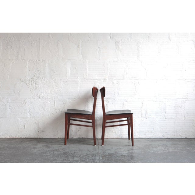 These dining chairs are from the 1960s and were created in the style of Harry Ostergaard. Elegance in the dining room...