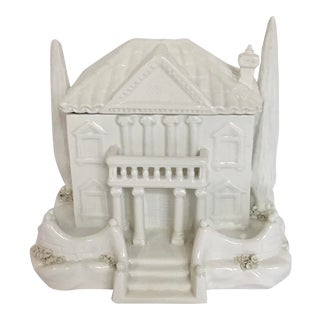 Mottahedeh Design White Porcelain Cottage Covered Box For Sale