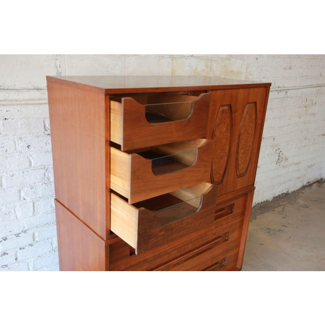 Wood Young Manufacturing Mid-Century Modern 9-Drawer Gentleman's Chest For Sale - Image 7 of 10