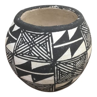 20th Century Native American Emmalita Chino Monochromatic Acoma Seed Pot For Sale