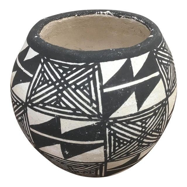 20th Century Native American Emmalita Chino Monochromatic Acoma Seed Pot For Sale