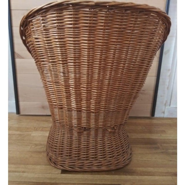 Vintage wicker pod style chair, super comfortable, beautiful addition to a cottage / coastal decor - in very good condition!